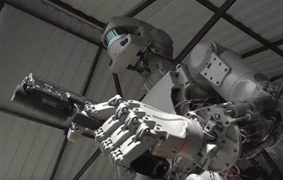 """""""الشرطي الروبوت"""" لم يعد من قصص الخيال العلمي! (فيديو)"""