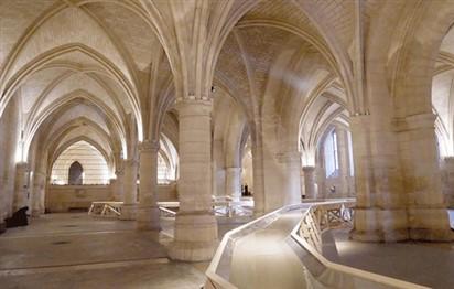 فنان فرنسي يحول سجنا تاريخيا إلى فضاء جماليّ