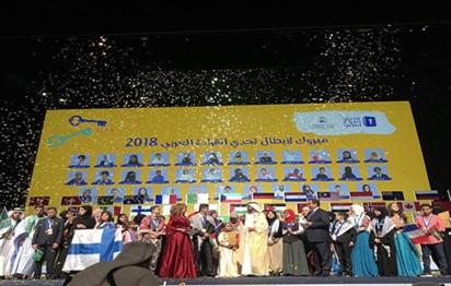 محمد بن راشد يكرم بطلة تحدي القراءة