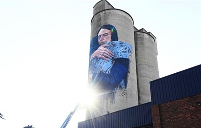 'Controversial' Jacinda Ardern mural is under way in Melbourne