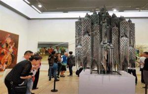 فنان بلجيكي يفوز بالجائزة الكبرى لبينالي القاهرة