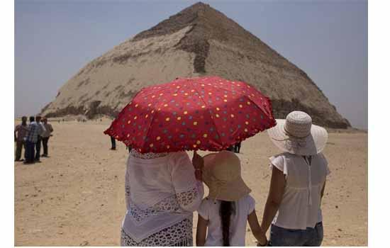 مصر تفتتح الهرم المنحني ولكا العقائدي أمام الزوار
