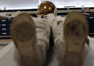 Read more about the article Neil Armstrong's Apollo 11 spacesuit unveiled at Smithsonian