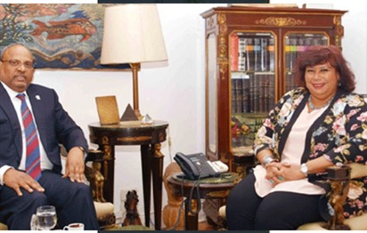Egypt's culture minister, UAE ambassador discuss cultural and artistic exchange