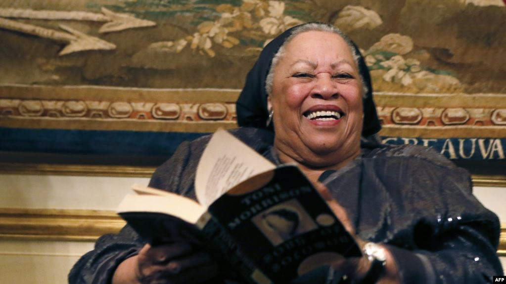 رحيل الروائية الأمريكية توني موريسون عن 88 عاماً
