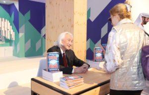 """توقيع كتاب """"مستقبل العقل"""" في الشارقة"""