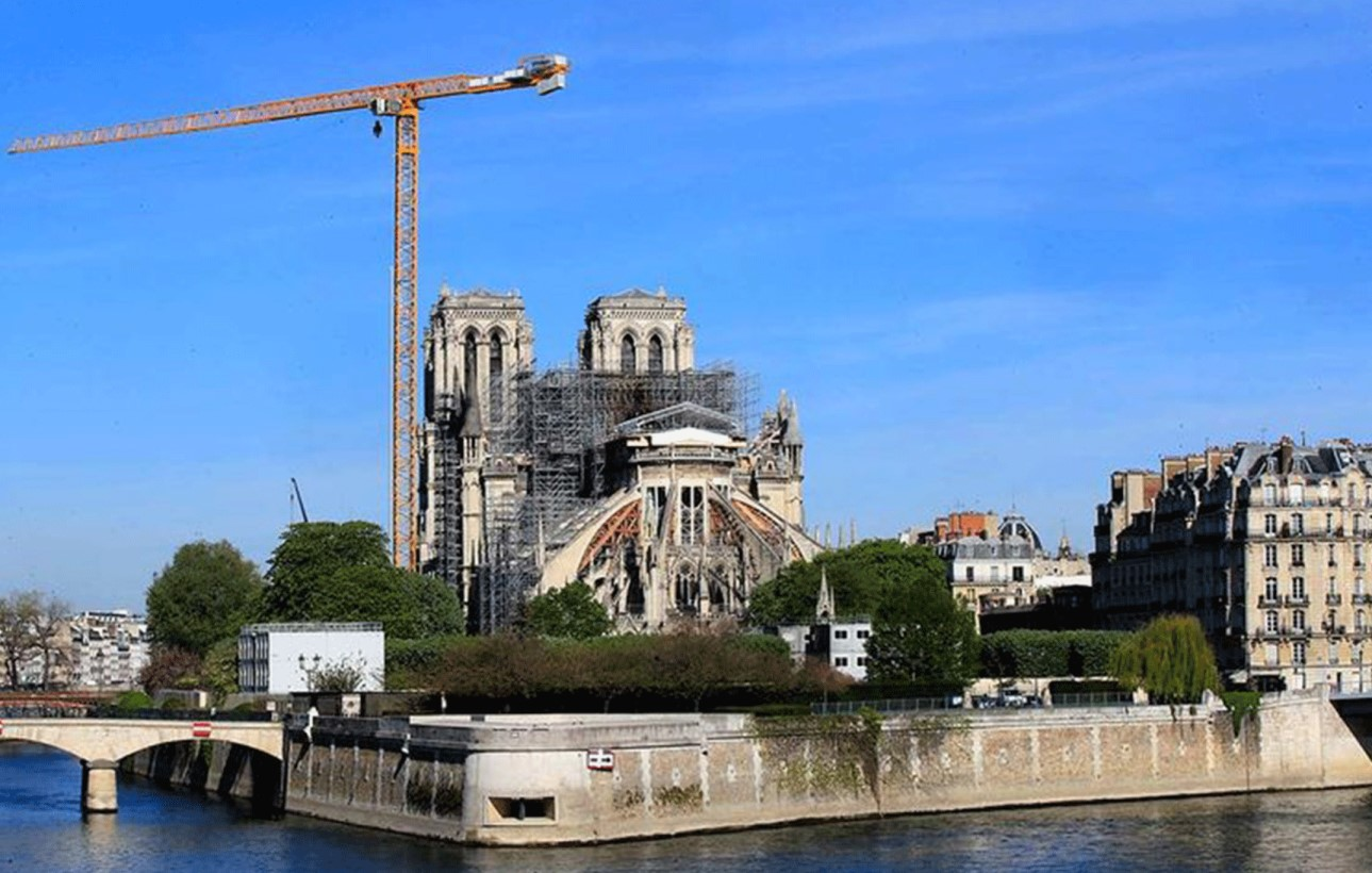 You are currently viewing COVID-19 lockdown stalls Notre-Dame's rebirth one year after fire