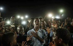 Poetry power scene in Sudan wins prestigious press photo award