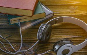 """""""العاصمة العالمية للكتاب"""" تتيح 2500 عنوان عبر تطبيق """"كتاب صوتي"""" مجاناً"""