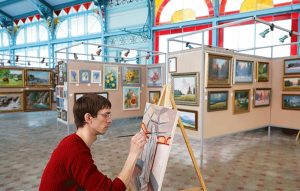 A Russian artist self-isolates himself in art gallery due to coronavirus pandemic