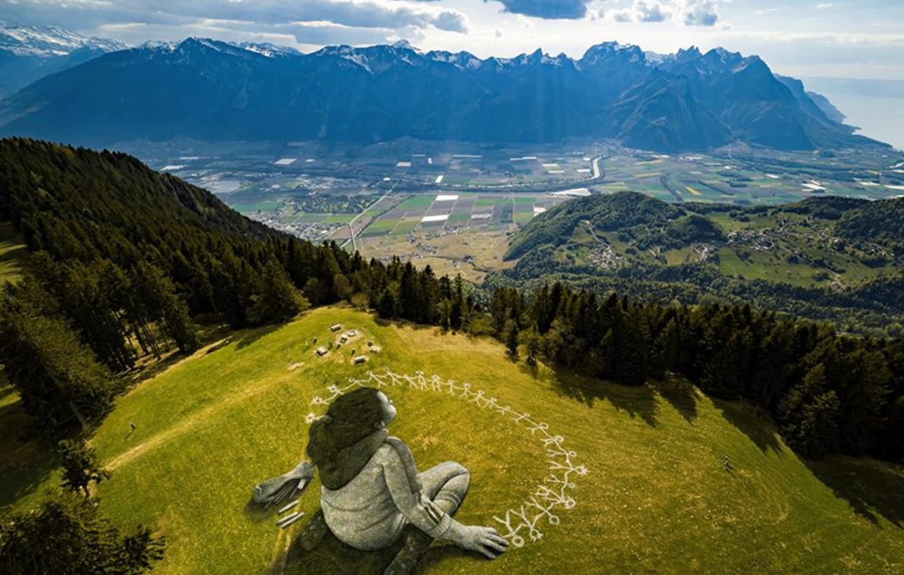 الكشف عن عمل غرافيتي هائل عن أزمة كورونا أعلى جبال الألب