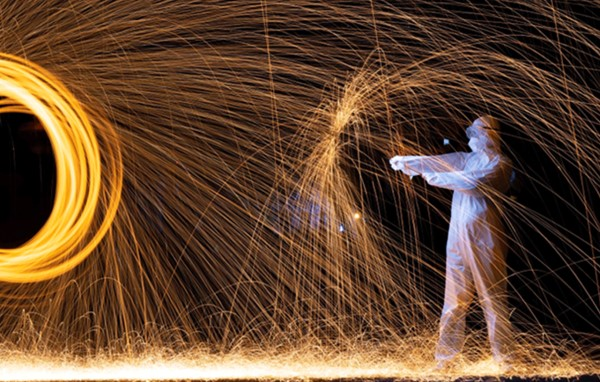 Chinese artist, Roy Wang, pays tribute to doctors and nurses treating coronavirus with his light painting