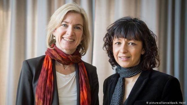 فرنسية وأمريكية تفوزان بجائزة نوبل للكيمياء