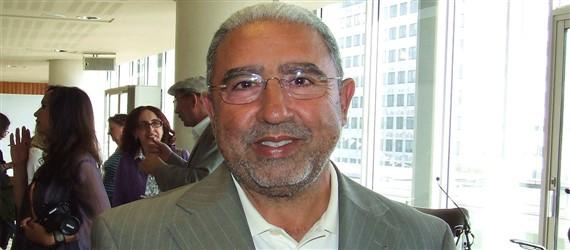 محمد الأشعري يفوز بجائزة الأركانة العالميّة للشعر