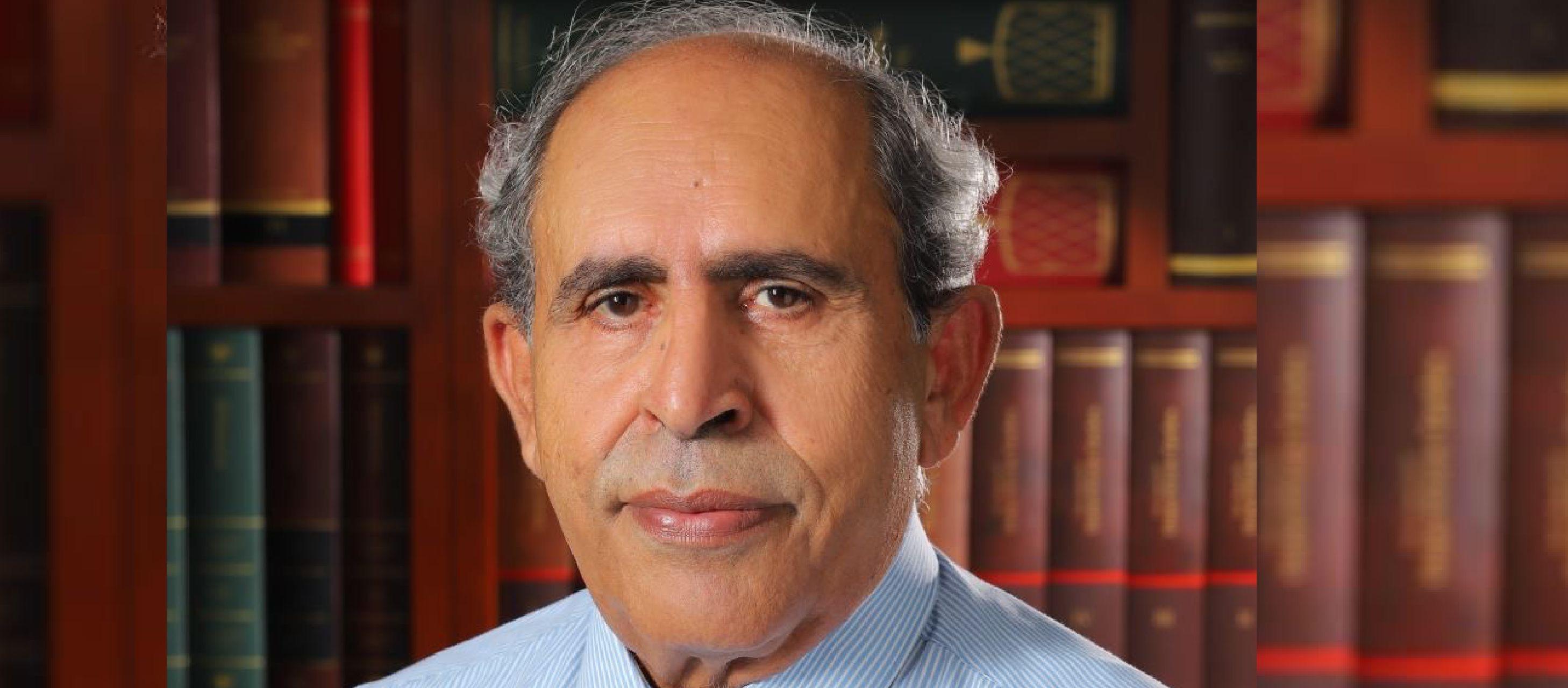 رحيل الشاعر الفلسطيني عز الدين المناصرة عن 74 عاماً