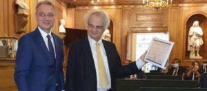 Read more about the article أمين معلوف يفوز بجائزة السفراء الفرنكوفونيين في فرنسا