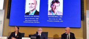 Read more about the article عالمان من بريطانيا وألمانيا يفوزان بجائزة نوبل للكيمياء